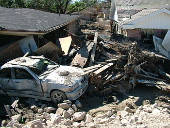 New Orleans after the Hurricane Katrina levee ...