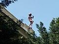 Derkovits Gyula Általános Iskola, táncoló fiú a tetőn, 2018 Terézváros.jpg