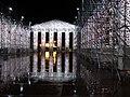 Documenta 14 Der Parthenon der Bücher bei Nacht 04.jpg