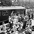 """Drukte met treinreizigers bij de """"Valkenburg Expres"""" op Station Valkenburg.jpg"""