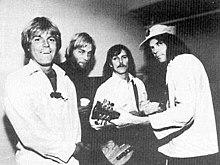 The Ducks nel 1977. Da sinistra a destra: Johnny Craviotto, Bob Mosley, Jeff Blackburn, Neil Young.