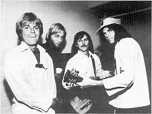 The Ducks - The Ducks in 1977. From left to right: Johnny Craviotto, Bob Mosley, Jeff Blackburn, Neil Young.