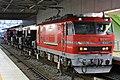 EL120形電気機関車が貨車(ホキ80形貨車)を牽引する様子.jpg