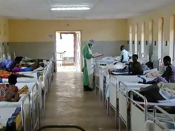 2000年にウガンダで流行した際の隔離病棟に収容された患者