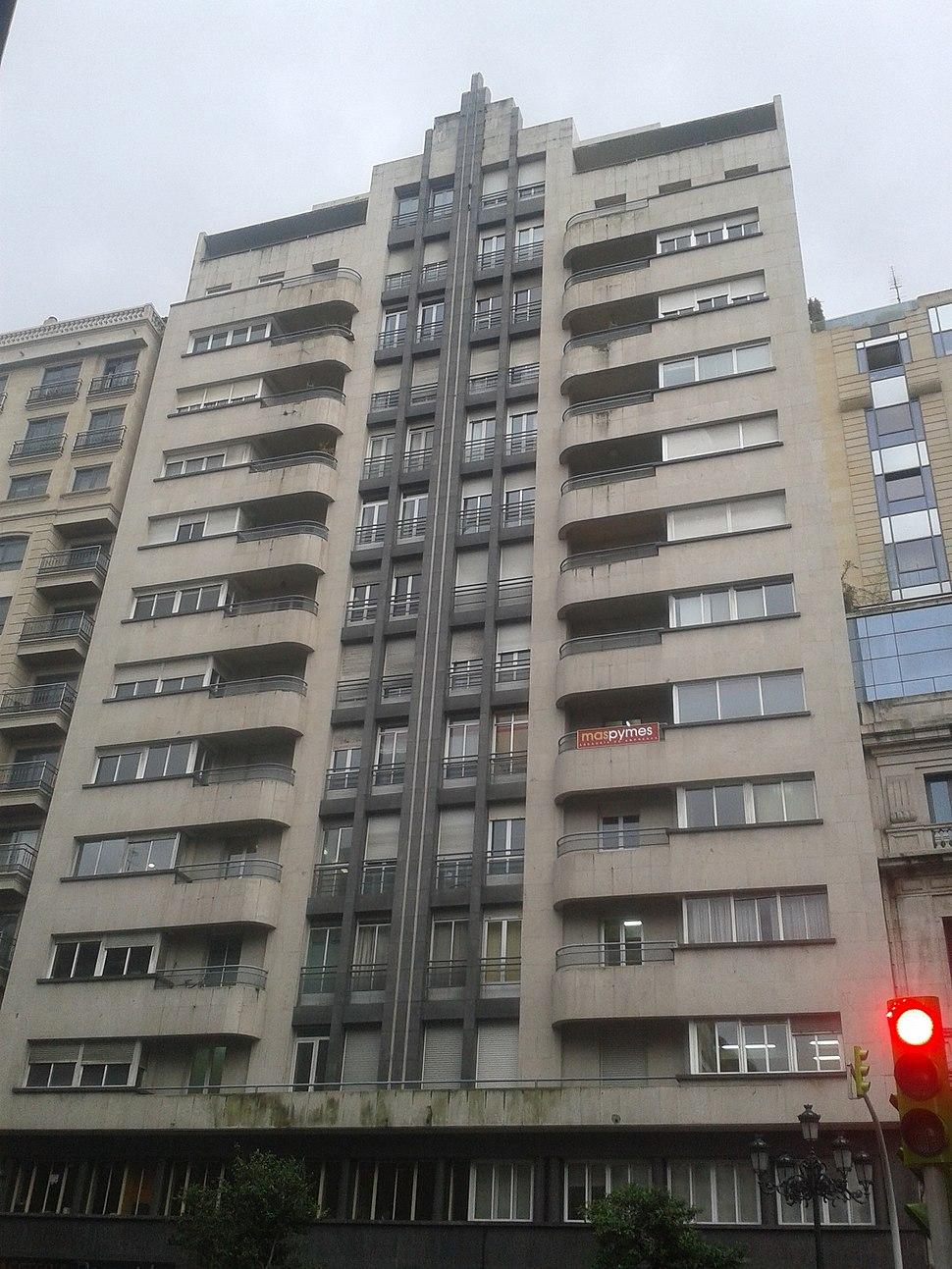 Edificio Rascacielos en García Barbón 30, siniestro