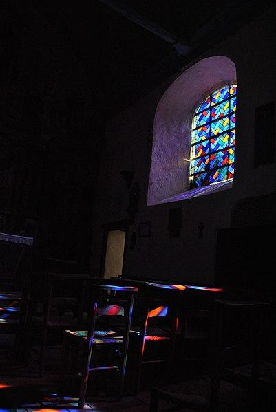 Chapelle Saint-Martin de Montsûrs, vitrail