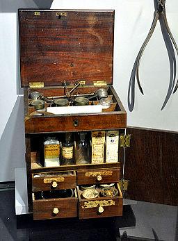 Englische Reiseapotheke 1790s Saulgau Stadtmuseum