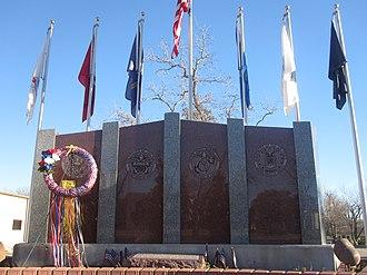 Floresville, Texas - Image: Floresville, TX, veterans monument IMG 2682