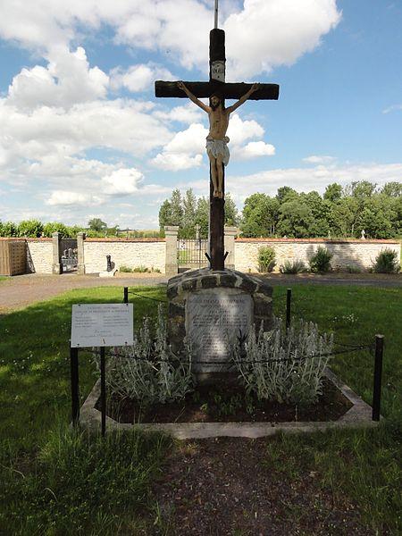 Fréménil (M-et-M) croix de cimetière, monument aux morts