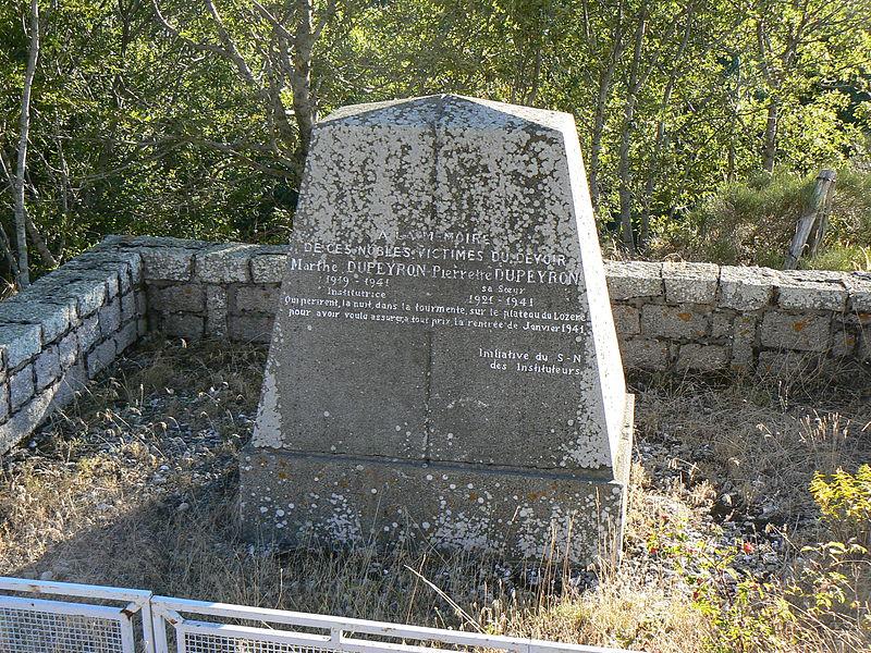 File:France Lozère Les Bondons Stèle des soeurs Dupeyron à La Vaissière.jpg
