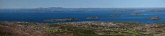 Cadillac Mountain - Image: Frenchman bay and bar harbor from cadillac mountain acadia np