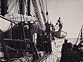 Fridtjof Nansen i livbåten og mannskapet om bord i Fram, 1893 (4586271419).jpg