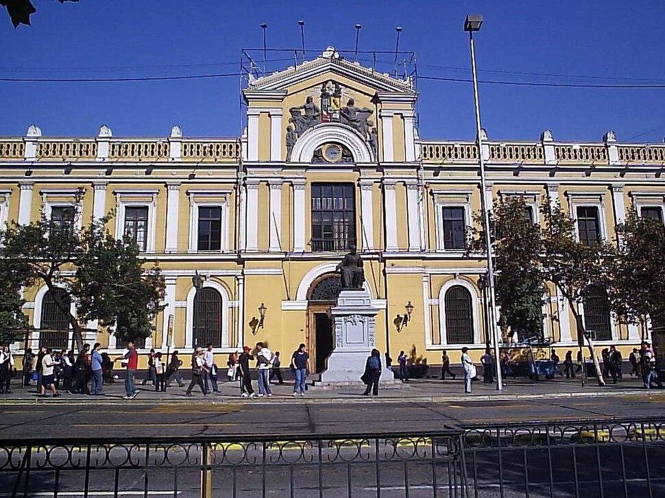 Frontis de la Casa Central de la Universidad de Chile, 2005