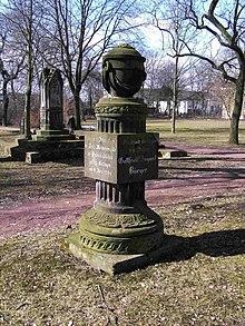 Zweites Bürger-Denkmal (nicht Grabmal) auf demBartholomäusfriedhof Göttuingen (Quelle: Wikimedia)