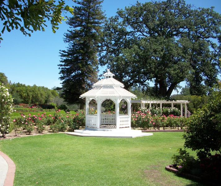 File:Gazebo in Courtyard at Orcutt Ranch, West Hills, CA, 25 April, 2011.tiff