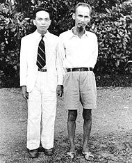 Võ Nguyên Giáp and Hồ Chí Minh (1942).