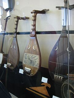 <i>Biwa</i> Japanese short necked lute