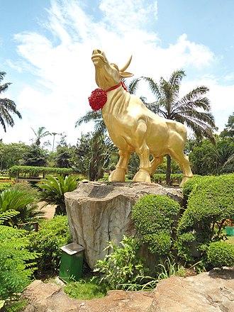 Qatari folklore - A statue of a golden bull