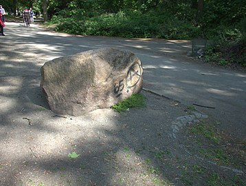 Granodiorit Findling am Humboldthain Gedenkstein für Alexander v Humboldt 4.jpg