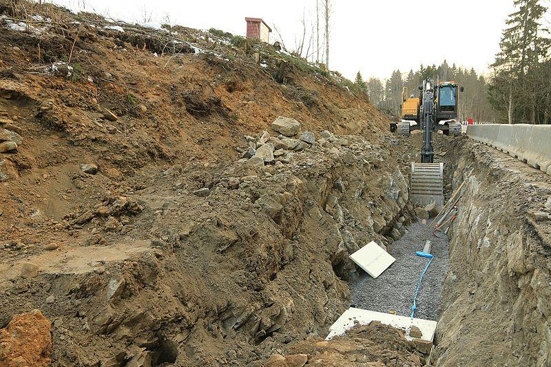 File:Graving etter Kronborgsæterlinna for nytt vann og avløpssystem VA i 2016 C.jpg