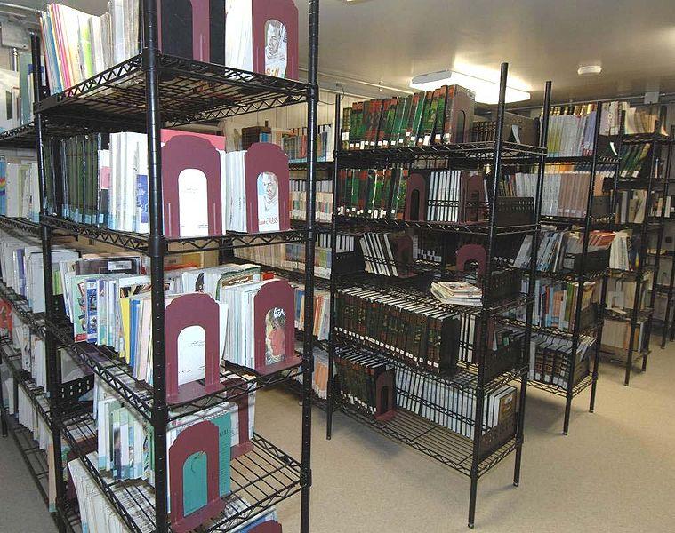 File:Guantanamo captives' library a.jpg