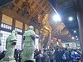 HK Shatin 沙田 車公廟 Che Kung Miu Temple interior 將軍神像 statue figures visitors Feb-2010.jpg