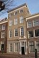 Haarlem - Teylers Fundatiehuis - gevel met zandstenen platen.jpg
