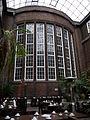 Hamburgmuseum.treppenhausfenster.wmt.JPG