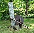 Hartmut Stielow Apus (Stahl-Granit) - panoramio.jpg