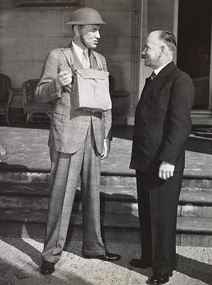 John Loder, 2nd Baron Wakehurst - Wakehurst with Bob Heffron, Minister for National Emergency Services, in 1941.