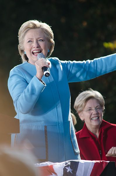 Lêer:Hillary Clinton Elizabeth Warren Manchester NH October 2016.jpg
