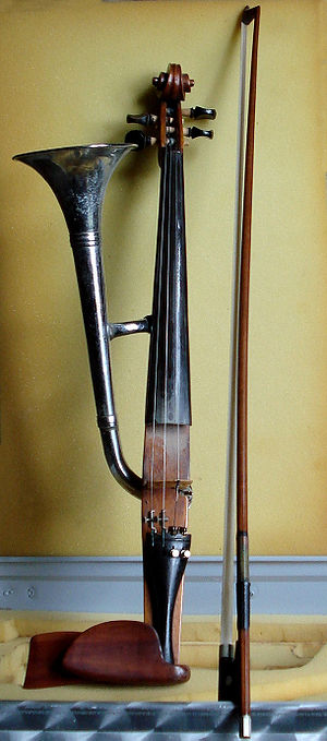 Stroh violin - Image: Horn violin (also called trumpet violin) with its (normal) violin bow