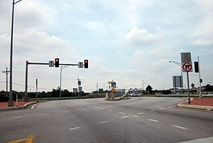 Diverging diamond interchange - Southbound approach to the I-44/Route 13 interchange in Springfield