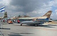 IAF F-16B Netz 017 CIAF 2004-3.jpg