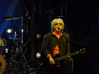 Ian Hunter (singer) - Hunter fronting Mott the Hoople at a reunion gig, Hammersmith Apollo, October 2009