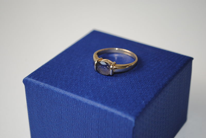 File:Ian Rosenberg Jeweller - Sapphire and gold ring.JPG