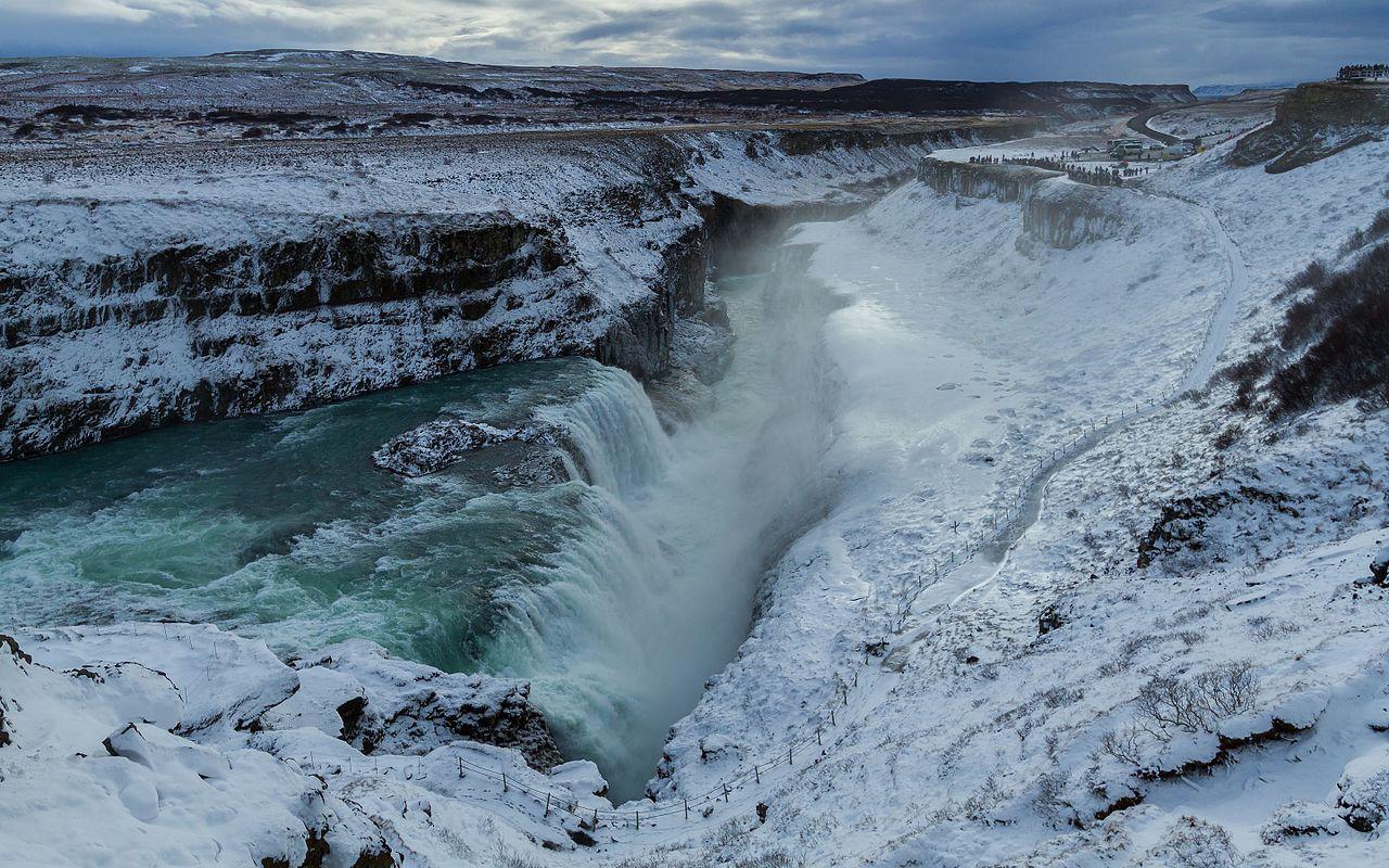 La chute Gullfoss, sur la Hvítá, l'un des trois sites du Cercle d'or islandais.  (définition réelle 5054×3159)