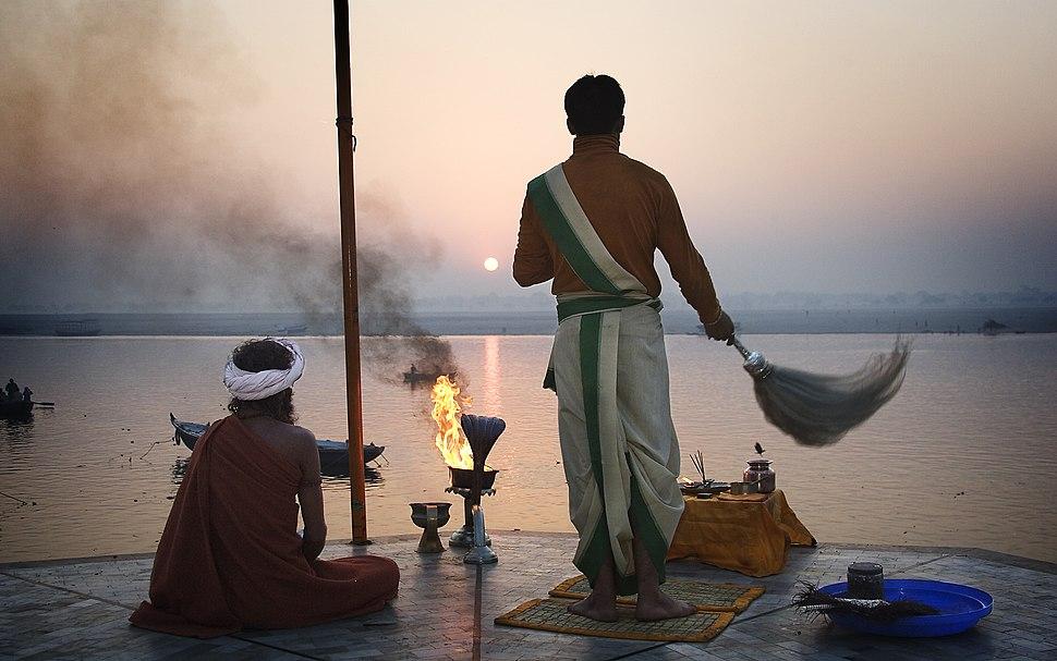 India - Varanasi sun greet - 0270