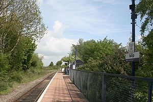 Islip railway station - Islip station platform in 2009