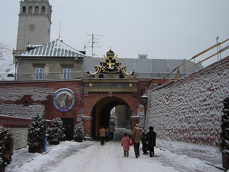 Plik:Jasna Góra-brama zima.jpg