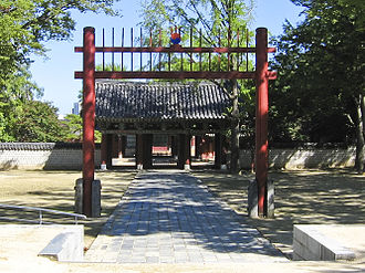 Hongsalmun - The hongsalmun at the shrine of the clan Yi of Jeonju