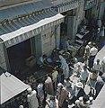 Jeruzalem Markttafreel een smalle straat met aan weerzijden winkeltjes Kooplu, Bestanddeelnr 255-9294.jpg