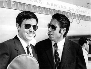 José Luis Arilla - Arilla (left) and Manuel Santana en route to Düsseldorf for their doubles match against the U.S. in the Davis Cup, 1965