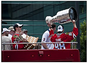 English: Patrick Kane hoists the Stanley Cup w...
