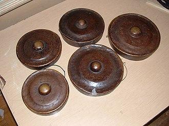 Agung - An antique bronze karatung set