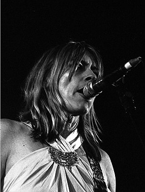 Kim Gordon - Gordon performing with Sonic Youth