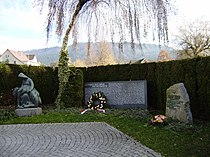 Kriegerdenkmal in Hörbranz Vbg Gesamtansicht.JPG