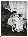 Kronprinsfamilien ved Prins Haralds dåp, 31. mars 1937.jpg
