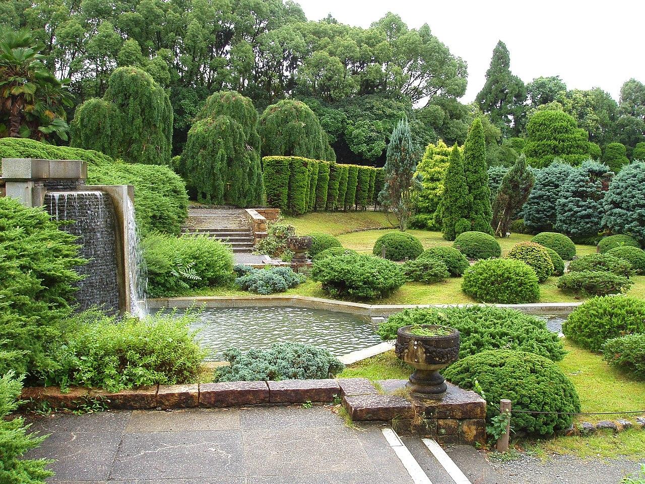 File:Kyoto Botanical Garden - sunken garden.JPG ...