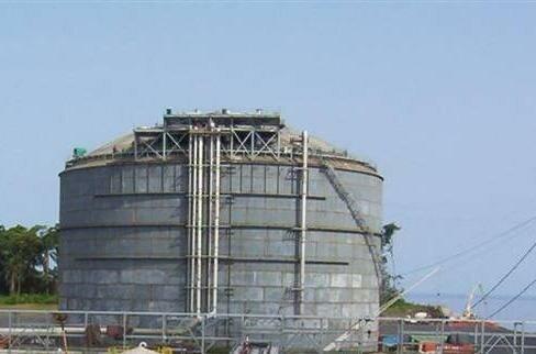 LNG storage tank at EG LNG 20070709